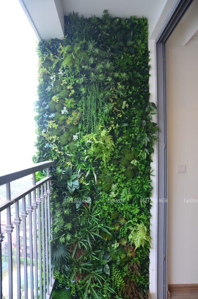 Tường cây giả và tường rêu sen đá cho không gian ban công xanh đẹp