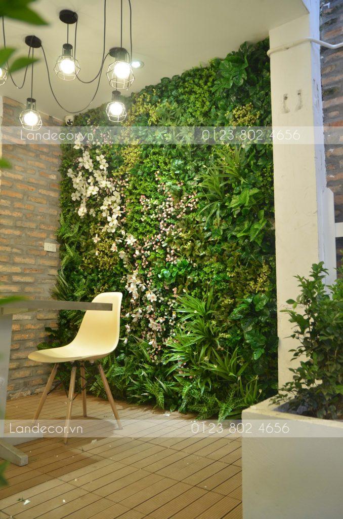 Tường cây và hoa cho nhà hàng Món Huế - số 3 Láng Hạ
