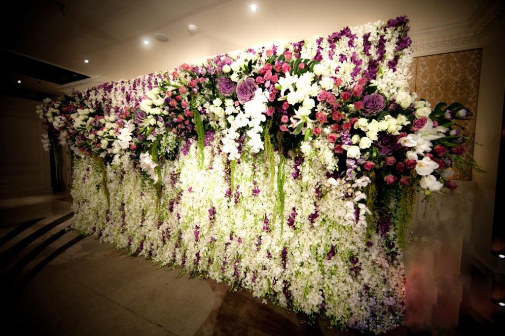 Mẫu backdrop hoa cho tiệc cưới